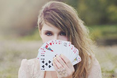 C'est le destin qui distribue les cartes, mais c'est nous qui les jouons.
