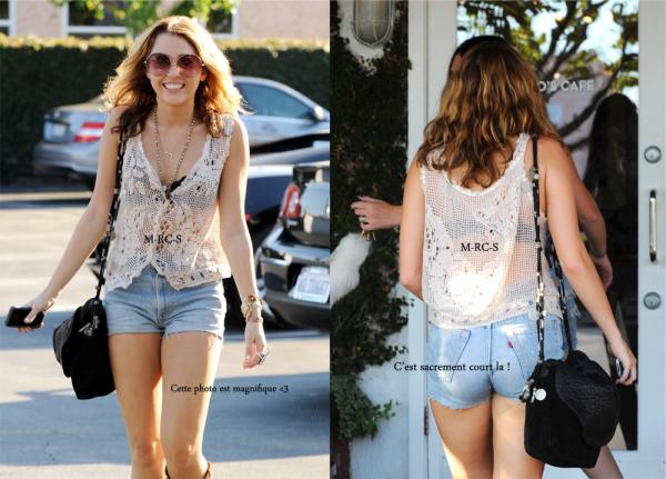 •>> Candid & HM 28.09.10: Miley faisant du shopping sur Melrose Avenue  Oui je sais mon article est assez moche, mais je n'ai pas eu le temps de faire beaucoup mieux =/ Sorry. Mais bon je préférais mettre les news à jour que faire un article plus digne de ce nom ^^ Alors voila. Miley est sortie pour faire du shopping  à Chucks Vintage Store. Je la trouve magnifique ! Son haut est transparent mais en rien vulgaire, sans doute à cause de la dentelle par contre son short est un peu trop serré vu de deriere x)  .  29.09.10: Miley sortant de Newsroom Cafe   Après avoir eu un rendez vous avec un producteur, miss Cyrus s'est rendu dans l'Ouest de Hollywood pour boire un café. (la derniere partie de ma phrase parait super intéressante xD) Le short est tres joli même si on dirait une nuissette (moi j'aurais jamais osée sortir avec un truc si .. petit et transparent !) Mais bon ça lui va bien ! Par contre c'est pas le cas de ses lunettes ideuses qui ne peuvent que me faire penser à lui . Et enfin, quelques nouvelles photos du photoshoot de HM Forever. Hannah est vraiment magnifique dessus !   .