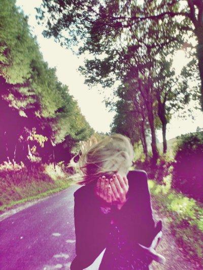 Elle était trop lucide pour être heureuse, elle était bien trop réaliste.