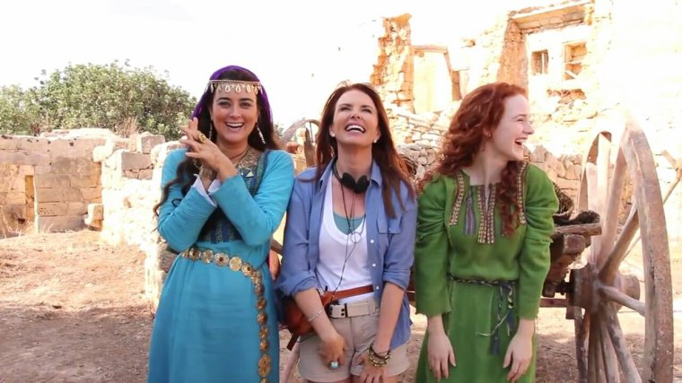 Cote avec son costume pour The Dovekeepers