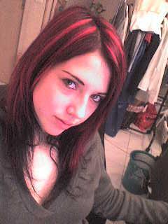 Couleur de cheveux chocolat meche rouge