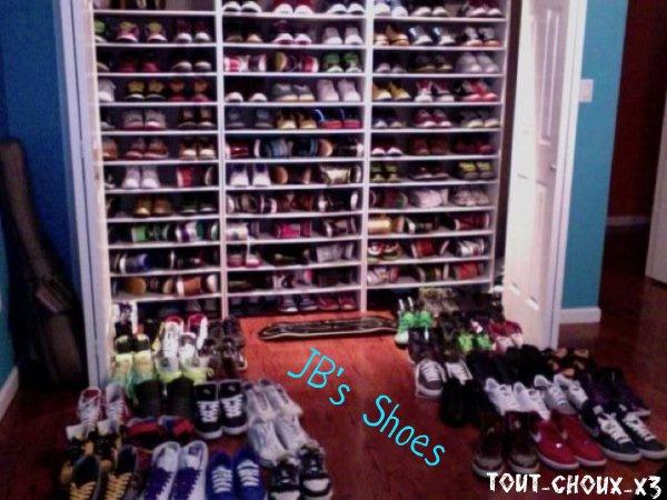 Liste des prévenus :D , (Image, Justin dit qu'il n'a que 20 paires de chaussure ! Je crois pas ! Tu peux regarder la vidéo Ici ! <-- Click)
