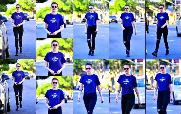. 06.11.17 - Kristen Stewarttoujours avec son amie Tamra Natisin a été repérée quittant un spa se situant dans Los Feliz Kristen a de nouveau été vue dans Los Feliz, hier avec Tamra. Je n'aime absolument pas la coupe de cheveux que porte Kristen, gros flop .