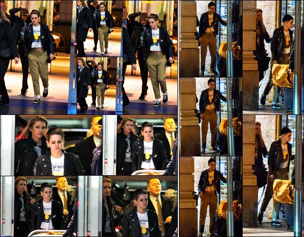 . 15.11.17 - Kristen Stewarta été aperçue avec Stella arrivant à l'aéroport international John-F.-Kennedy situé dans NYC. Les photos ne sont pas de très bonne qualité, néanmoins c'est toujours ça.. Le soir même elle quittait un bar de New York, avec Stella M' .