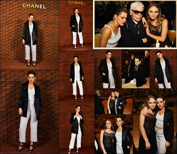 . 06.12.17 - Kristen Stewartétait présente lors du défilé Métiers d'art Paris-Hamburg de«Chanel»'▬' En Allemagne ! En tant qu'égérie de la marque Chanel, Kristen Stewart s'est rendue au défilé Métiers d'art ayant lieu en Allemagne. Pas fan de la tenue.. .