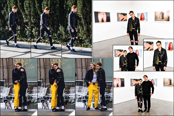 . 14.12.17 -  Kristen Stewart   toujours avec l'actriceAshley Bensonse promenant dans les rues de'▬' New York City ! Les deux semble inséparables ces derniers temps, un petit top pour Kristen. Le 13/12 elle était à la soirée d'ouverture deAnton Yelchin. .
