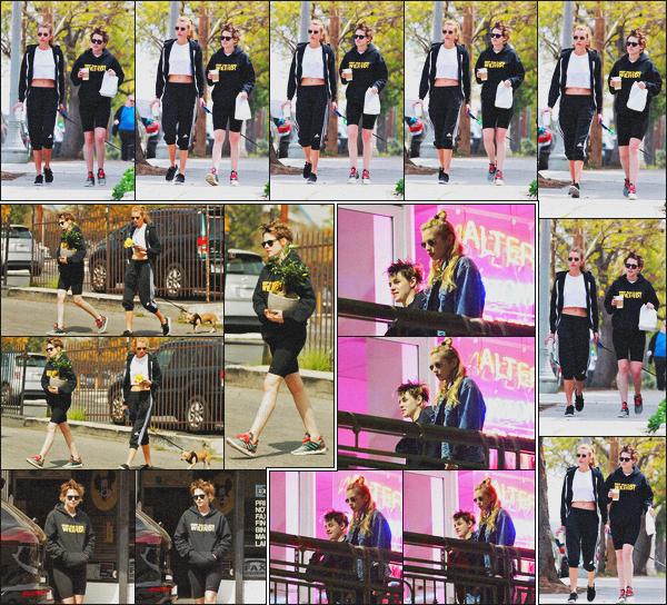 . 05.04.18 - Kristen Stewarta été aperçue avecStella Maxwellallant prendre le' déjeuner'dans''▬'' Los Angeles, CA. Elles ont ensuite été vues avec leur chien Trip, achetant un bronzai dans un magasin de Los Feliz. La veuille au soir, à Sushi Park dans LA .
