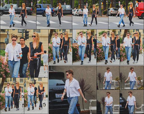 . 07.04.18 - Kristen Stewarta été aperçue avec Stella, se rendant dans uneépiceriese situant dans''▬'' Los Feliz, CA ! Le petit couple ne cesse de sortir, concernant sa tenue, j'aime beaucoup, je donne un top ! Un peu plus tôt Kris quittant un cours de gym. .