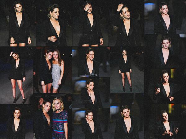 . 03.05.18 - Kristen Stewarts'est rendue au défilé de la nouvelle collection «Chanel Cruise» ayant lieu à''▬'' Paris, FR En tant qu'égérie de la marque notre belle actrice s'est rendue au nouveau défilé Chanel en compagnie de Margot Robbie et Lily-Rose, top .
