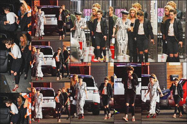 . 09.06.18 - Kristen Stewarta été aperçue avec Emma Roberts'allant à l'After Party « Moschino » dans''▬''Hollywood ! Les deux amies et Stella Maxwell se sont rendues ensemble à l'after party organisée par Moschino et se déroulant dans Hollywood, un top .