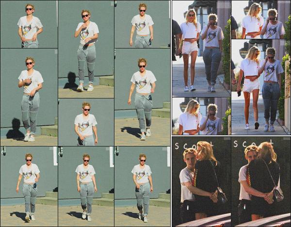 . 30.06.18 - Kristen Stewarta été aperçue comme à son habitude quittant un spa dans la ville de ''▬''Los Angeles, CA ! Les cheveux coupés et de nouveau blond pour un prochain film, K. quittait un spa et ensuite un restaurant avec Stella. 26/06 à Silver Lake .
