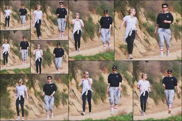 . 30.01.19 - Kristen Stewart a été vue en compagnie de Emma Roberts en balade au « Griffith Park » à'' ▬ ''Los Feliz Petite balade en compagnie de son amie et actrice Emma Roberts. Elles ont profité d'une belle journée de soleil pour sortir dans Los Feliz. .