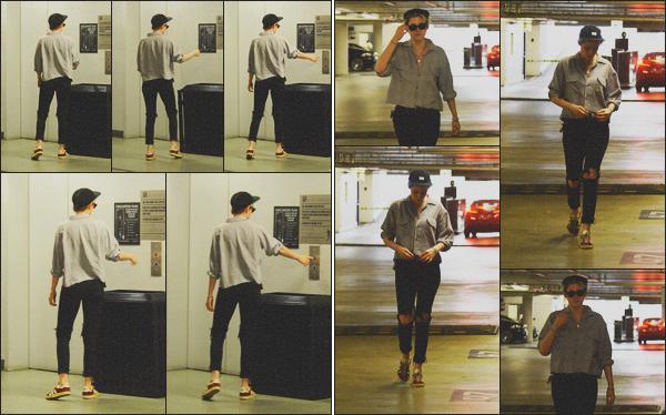 . 01.02.19 - Kristen Stewart a été aperçue seule dans un parking souterrain dans le quartier de'' ▬ ''Hollywood, Calif ! Nouveau jour, nouvelle sortie. Notre actrice Kristen Stewart a été vue cette fois-ci seule, dans le parking souterrain de Hollywood ! Un top .