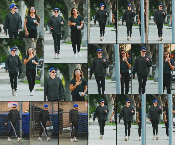. 06.02.19 - Kristen Stewart a été aperçue avec une amie, quittant un spa situé dans la ville de'' ▬ ''Los Angeles, Calif ! Pour la deuxième journée consécutive, Kristen et toujours sa même amie ont été vues quittant un spa de Los Angeles ! C'est un petit top. .