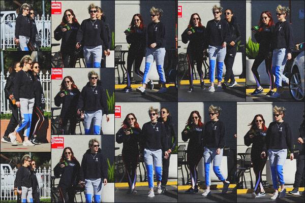 . 08.02.19 - Kristen Stewart a été aperçue avec Sara Dinkin et une amie, quittant un restaurant situé à'' ▬ ''Los Feliz ! De retour avec Sara, notre jolie Kristen accompagnée également d'une amie, a été vue sortant d'un restaurant dans Los Feliz, un petit bof .