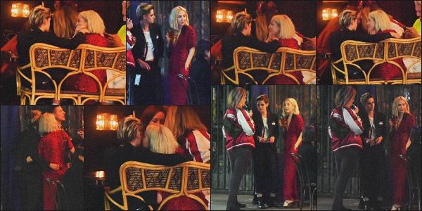 . 24.04.19 - Kristen Stewart a été aperçue après l'avant-première de son film, dans un bar de'' ▬ ''Los Angeles, en CA Juste après l'avant-première du film, Kristen s'est rendue dans un bar en compagnie de quelques amis. Elle porte la même tenue, joli top ! .