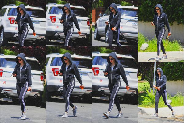 . 03.05.19 - Kristen Stewart a été vue se rendant dans une salle de sport se situant dans le quartier de'' ▬ ''Los Feliz ! C'est dans une tenue totalement Adidas que Kristen Stewart s'est rendue dans une salle de sport de Los Feliz. Tenue bof, mais appropriée .
