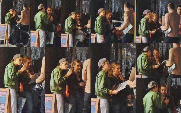 . 02.05.19 - Kristen Stewart a été vue avec Emma Roberts fumant une clope devant un restaurant de'' ▬ ''Hollywood. Les deux amies inséparables se sont retrouvées pour une soirée au restaurant se situant dans Hollywood ! J'adore les voir ensemble, top ! .