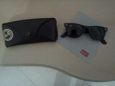 Ray ban noire .