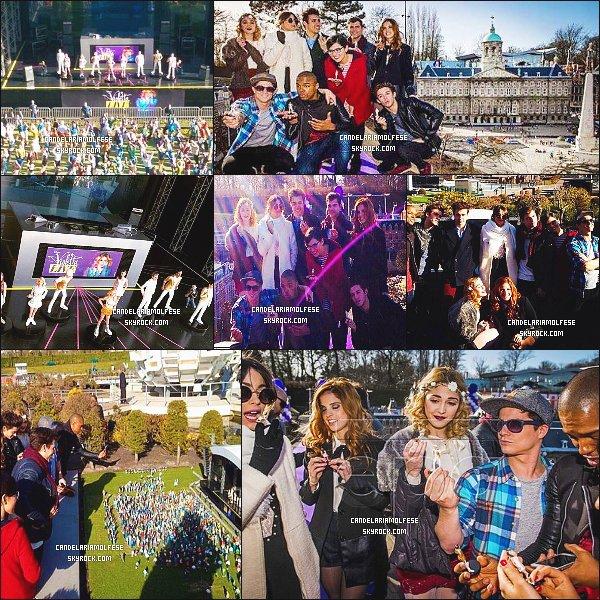 ' 10/03/15 : Le cast était présent devant une maquette représentant un concert « Violetta Live » à Amsterdam. Ensuite, le cast ont pris leur miniature et ont été photographié avec. Je trouve Candelaria M. très souriante, ce qui ne change pas. un T-O-P! '