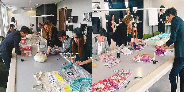 ' 16/02/15 : Candelaria Molfese ainsi que le cast de Violetta ont été interwiewé dans les locaux de Paris, - (FR). Ils y ont également signés des objets de Violetta qui serviront certainement à un concours de Trinity Stars ou Fan2. Cande est magnifique. '
