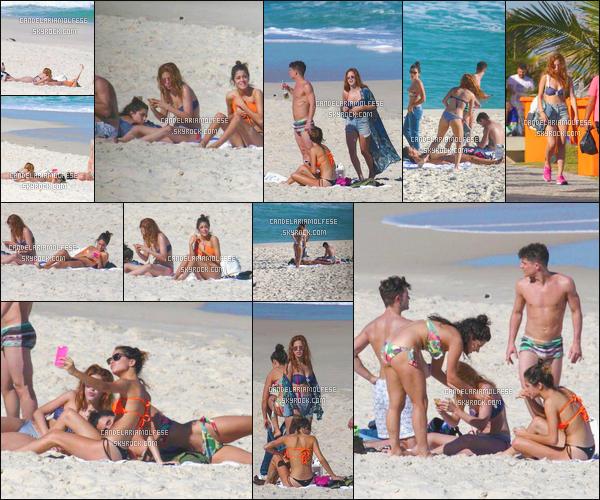 ' 01/07/15 : Notre miss Molfese aétait photographié pendant qu'elle profitait du soleil de Rio de Janeiro, -Brésil. Pendant ses jours de repos de la tournée ViolettaLive, elle est allé à la plage avec Martina Stoessel, Alba Rico, Diego Dominguez et Facu Gambande. '