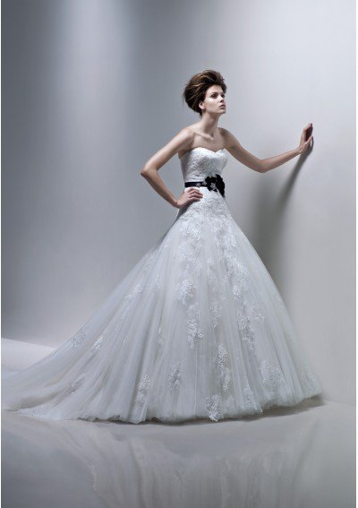 Searching for Plus-sized Wedding Gowns Where to find the most beneficial with the Special event