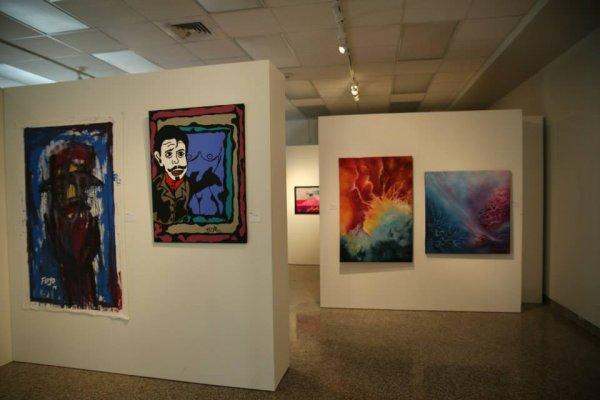 Mes 2 tableaux  sont à droite  ils sont exposés à Miami  et ils ont eu un prix