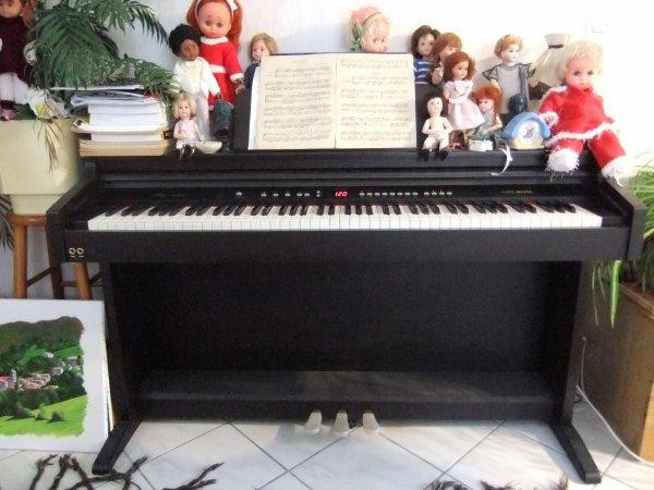Pour Martine (tinaa60), mais pas que, qui m'avait dit dans un comm qu'elle aurait aimé voir mon piano!
