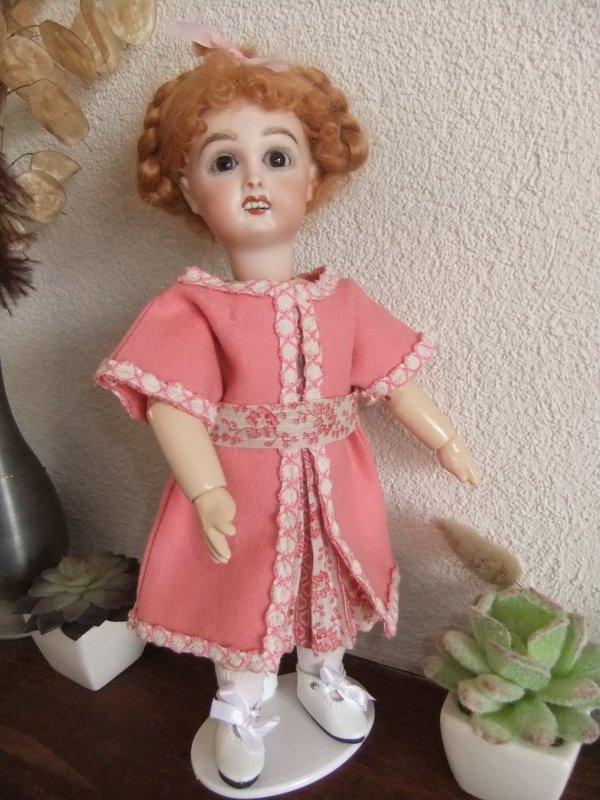 Bleuette est contente de sa nouvelle robe en ce dimanche!