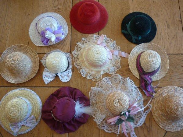 J'ai trouvé ce petit lot de chapeaux pour mes Bleuette et Rosette