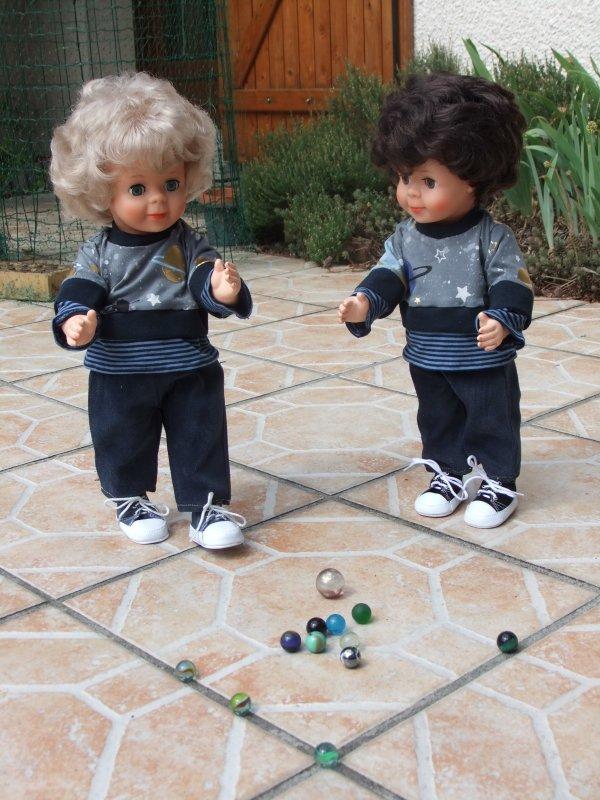 Confinés, les enfants s'amusent sagement dans le jardin!