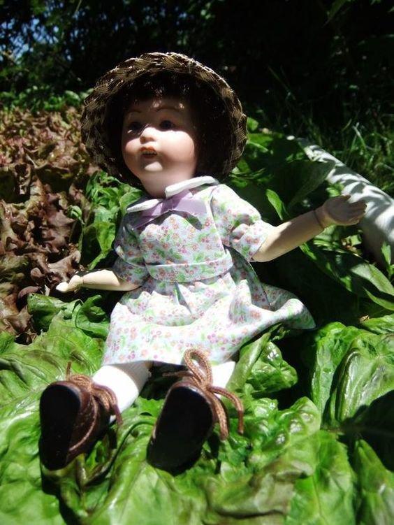 Loulotte et Bleuette au jardin!