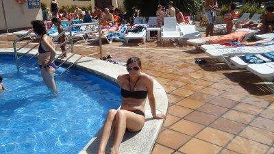 a la piscine de l hôtel