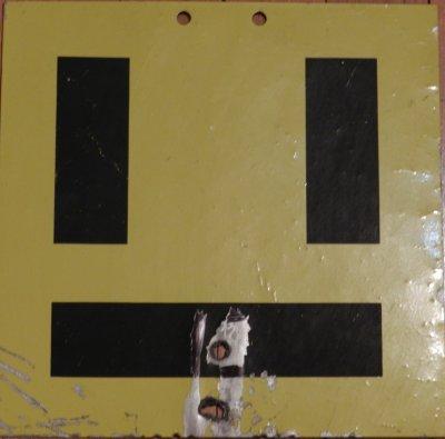 Les panneaux de signalisation des Lignes Aériennes de Contact (LAC)
