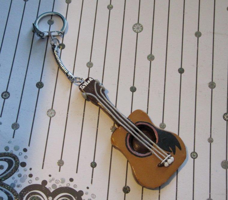 Porte clés guitare acoustique !