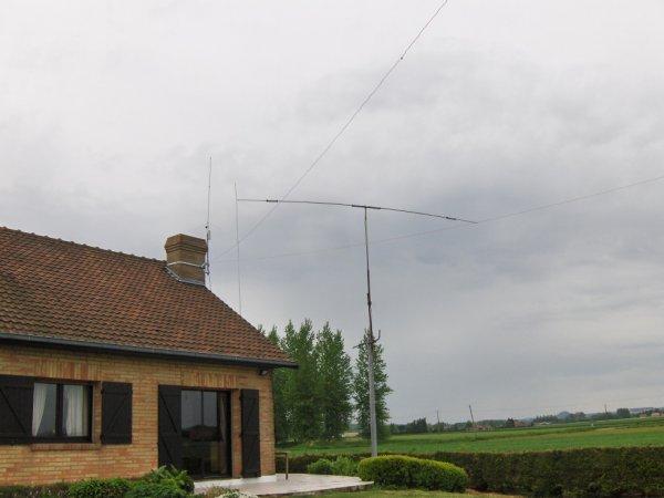 delta-loop  de 83m  dipole 3 bandes 20m  15m 10m.