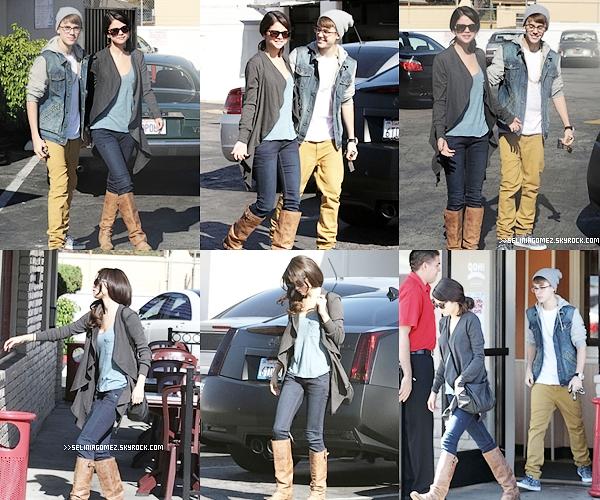 21 NOVEMBRE - SORTIE D'UN PETIT DÉJEUNER MATINAL À L'IHOP AVEC JUSTIN À VAN NUYS  Aimes-tu Selena Gomez ?