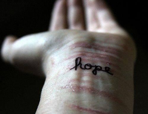 Tu m'as blessé mais je t'aime, et demain, j'essaierais encore de t'aimer.