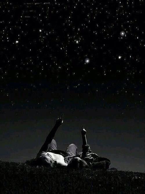 Rien n'est rose. Mes pensées sont noires, mes nuits sont blanches , je suis abîmée par les dégâts du temps.