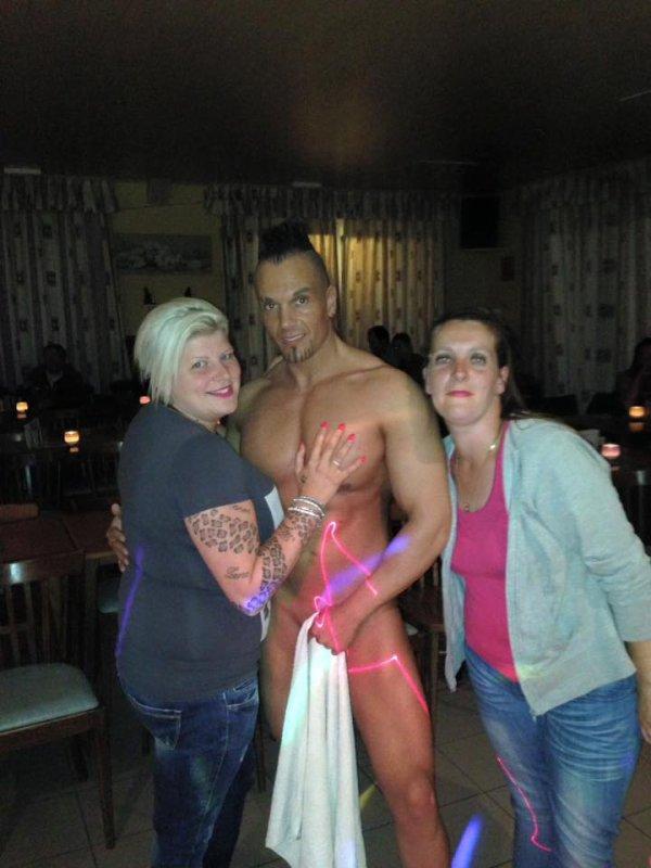 Stripteaseur à domicile, striptease chippendale à domicile, gogo dancer