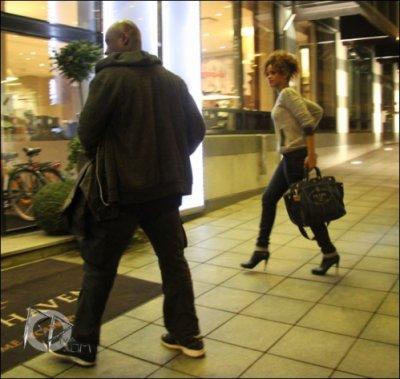 15 Août 2011 Rihanna de retour à son hôtel en Finlande