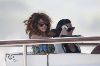 22 Août 2011 Rihanna en maillot de bain sur son yacht avant d'arriver à Saint-Tropez en France