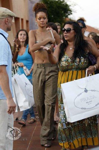 26 Août 2011  Rihanna se promène à Porto Cervo en Sardaigne