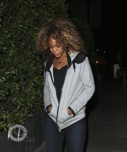 01 Septembre 2011 Rihanna quitte le restaurant « Giorgio Baldi » à Los Angeles