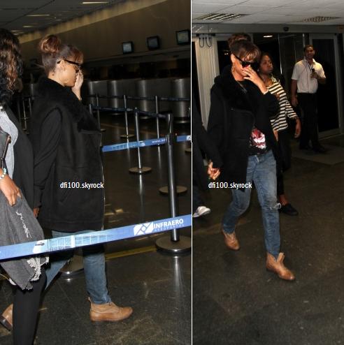 24/09/11  Rihanna à l'aéroport de Rio de Janeiro
