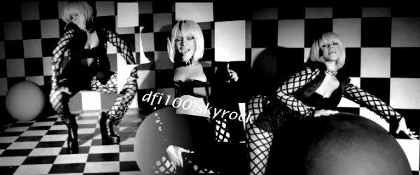 "25/12/11                             Capture du clip ""You da one"""