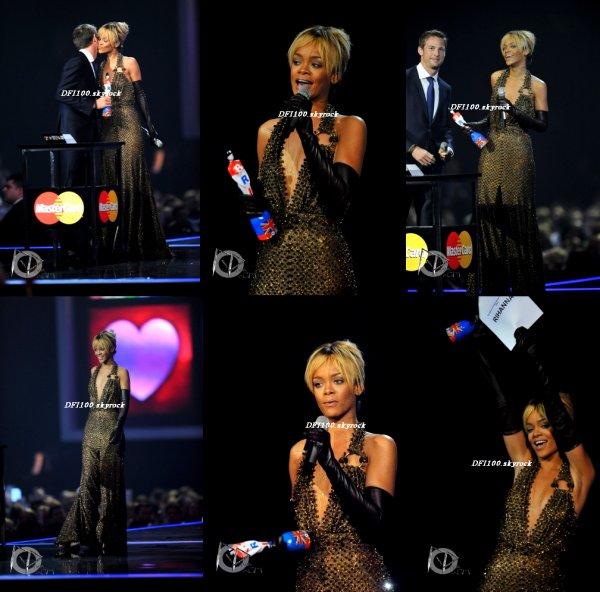 21/02/12                                  Brit Awards:  Rihanna reçoit un Award