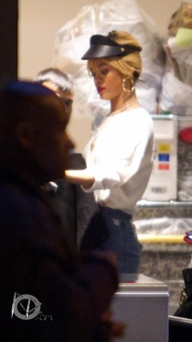Rihanna fait du shopping à Londres