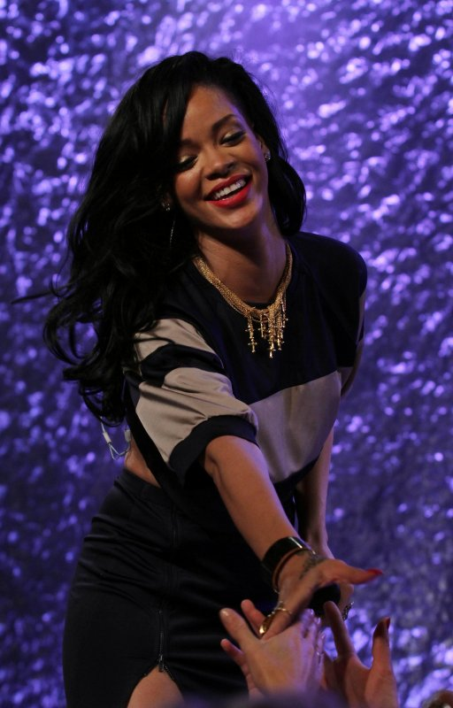 Rihanna présente à un gala de charité pour la recherche contre le cancer